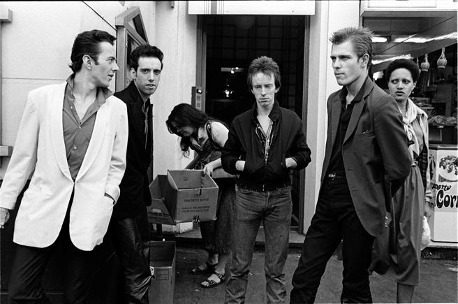 De izquierda a derecha,  Joe  Strummer, Mick Jones, Topper Headon yPaul Simonon a la salida del Notre Dame Hall en el Leicester Square londinense