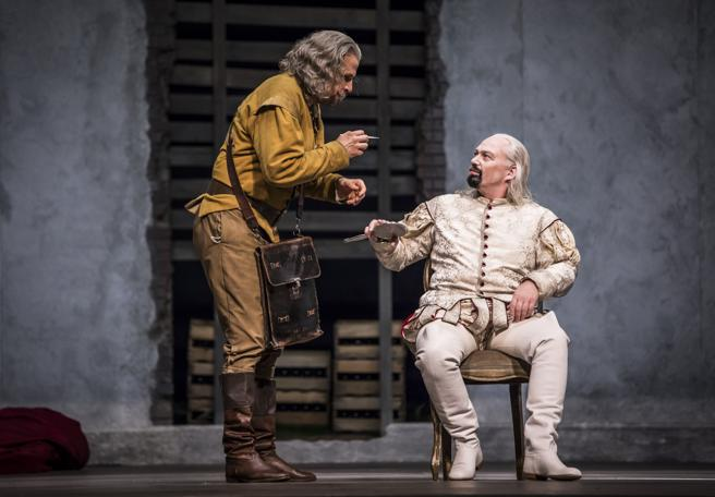 Luca Pisaroni es Leporello, el sirviente de Don Giovanni (Christopher Maltman) y el que intenta evitar que se meta en más líos de faldas