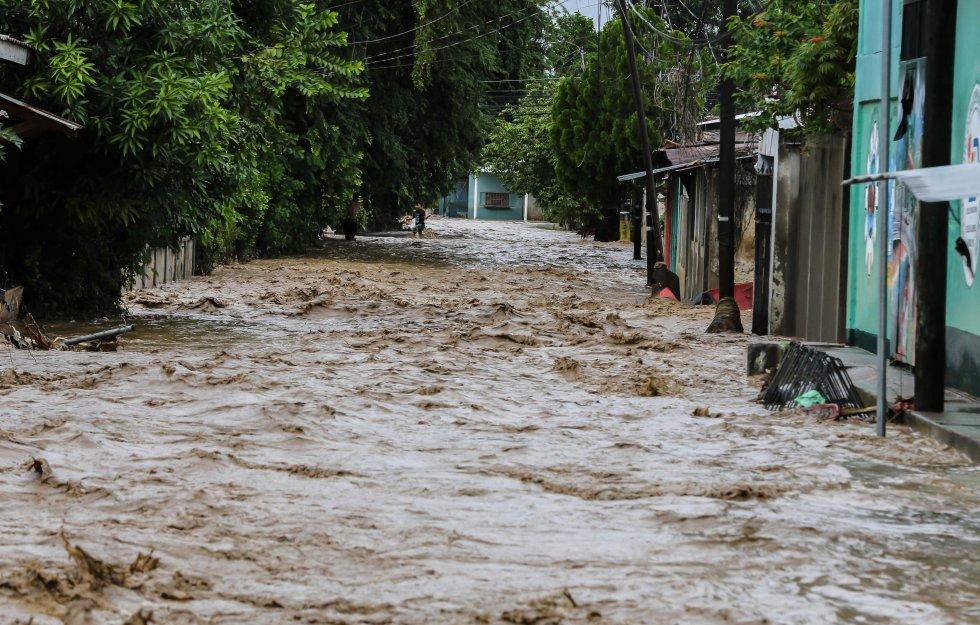 El desbordamiento del río Chamelecón también afectó al municipio de La Lima, en el departamento de Cortés.