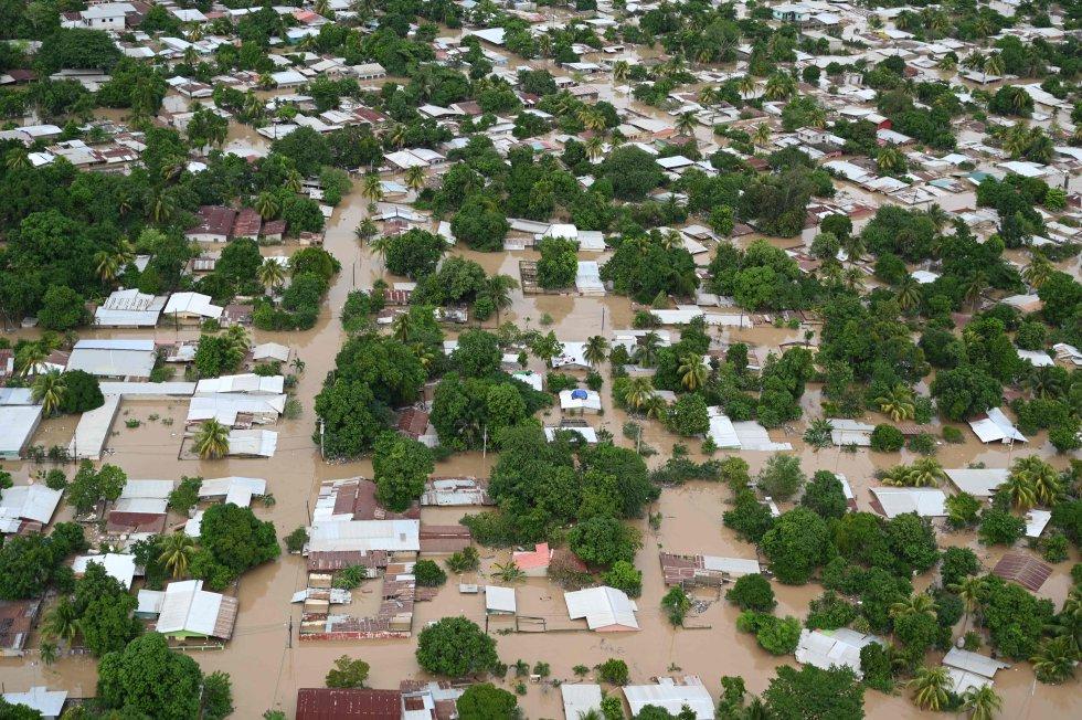 Vista aérea de las calles inundadas en el municipio de La Lima (Honduras).