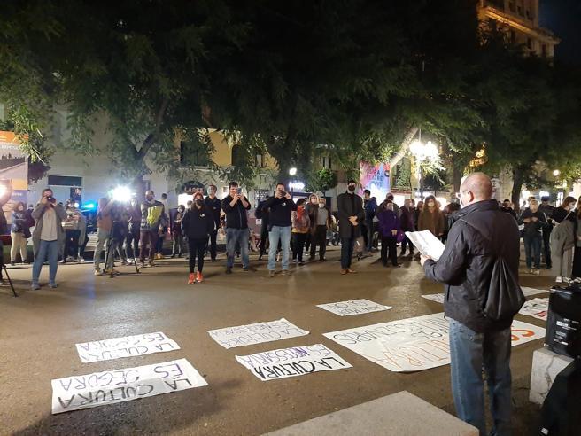 Carteles para reivindicar que el sector cultural es seguro en la acción en Tarragona.