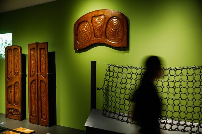 Piezas de Gaudí, procedentes de la cátedra de la UPC. De izquierda a derecha, puertas  y dintelde la casa Batlló y  reja de la casa Damià Mateu de Llinars del Vallès