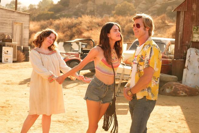 Lena Dunham, Margaret Qualley y Brad Pitt en la película